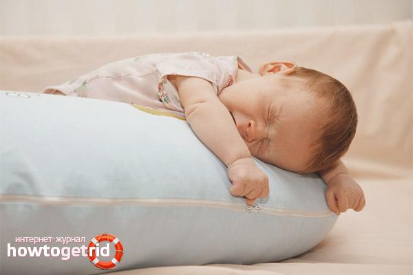 При каких условиях новорожденному можно спать на животе