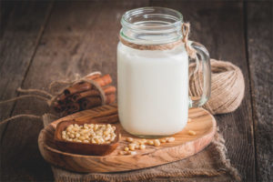 Лечебные свойства и противопоказания кедрового молочка