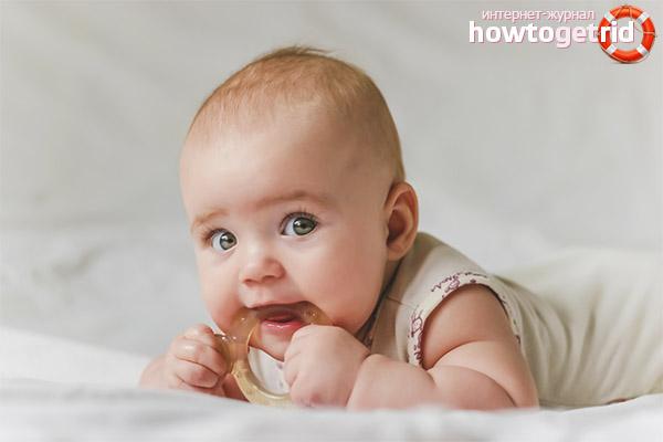 Оказываем ребенку помощь при прорезывании зубов