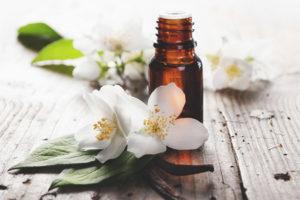 Эфирное масло жасмина для лица