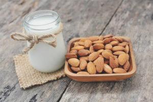 Как сделать миндальное молоко