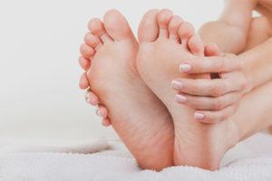 Как убрать огрубевшую кожу с пяток