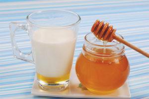Молоко с медом от кашля
