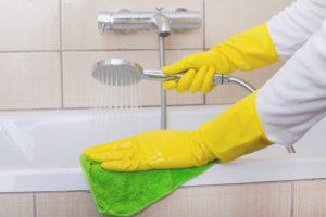 Как удалить известковый налет в ванной