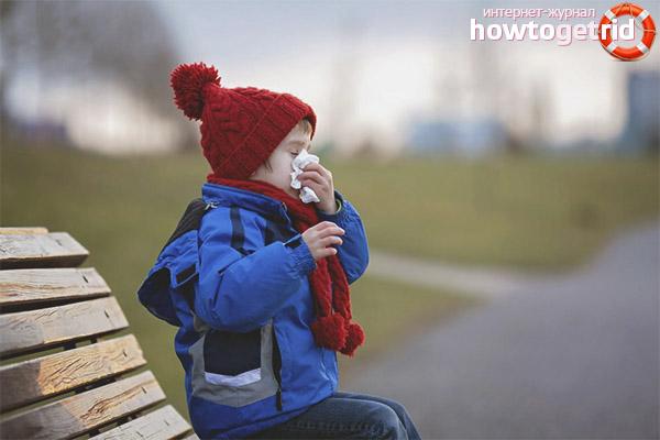Можно ли гулять с ребенком при насморке
