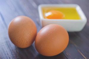 Польза и вред сырых яиц