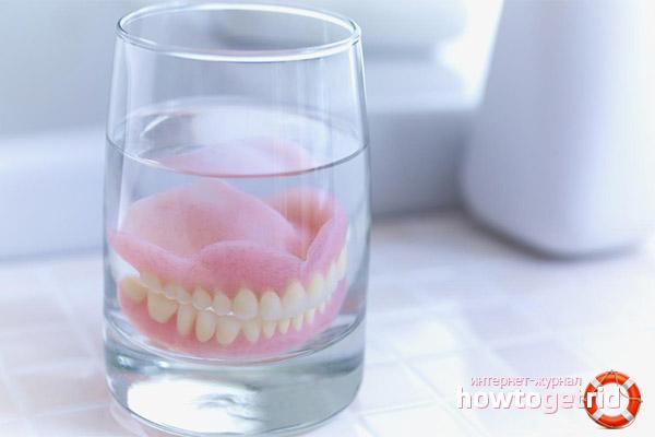 Уход за акриловым зубным протезом