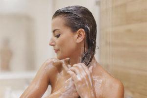 Можно ли мыть голову холодной водой