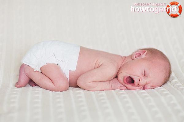 Симптомы коликов у новорожденного и младенца
