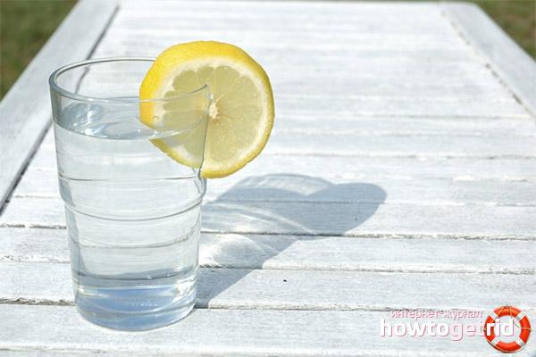 Как правильно употреблять воду с лимоном