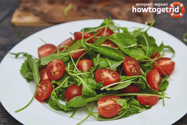 Салат с помидорами и рукколой