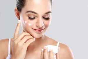 Как правильно подобрать крем для лица от прыщей и угрей
