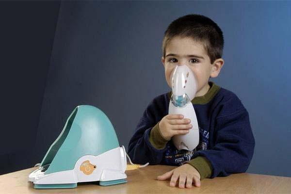 Можно ли лечить насморк ингалятором у детей