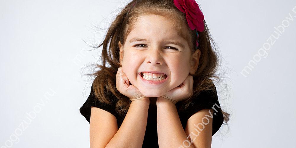 Почему ребенок скрипит зубами